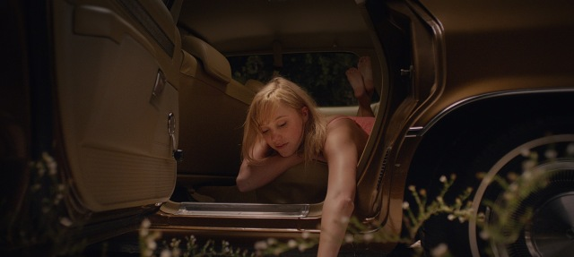 it follows maika monroe david robert mitchell car 2