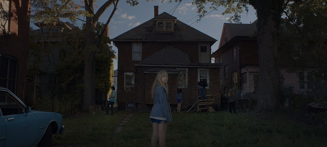 it follows maika monroe david robert mitchell car