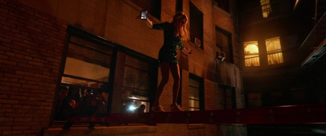 nerve emma roberts balancing on ladder
