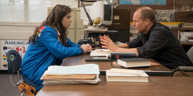the-edge-of-seventeen-woody-harrelson-hailee-stansfield-kelly-frampton-clark